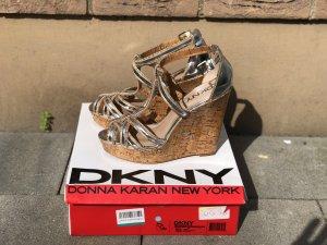 DKNY Keilabsatz Sandale