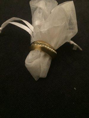 DKNY Ring mit vielen Steinen