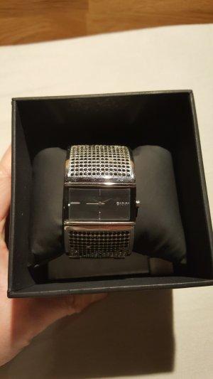 DKNY Uhr mit Armband mit silberfarbenen und schwarzen Steinen
