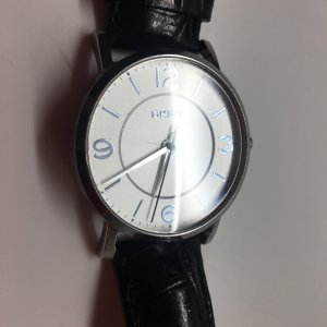 DKNY Uhr mit schwarzem Lederarmband