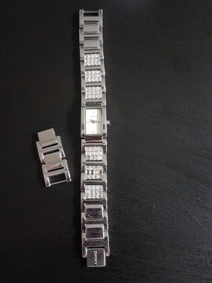 DKNY Uhr mit Straßsteinen
