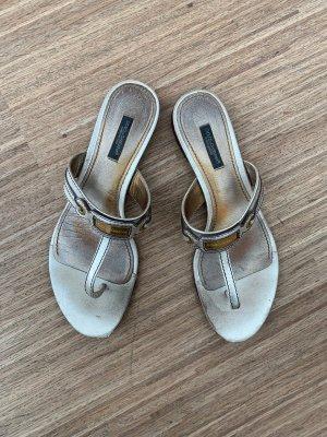 Dolce & Gabbana, flache Sandalen in gold-beige