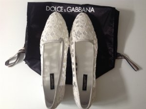 Dolce & Gabbana Slipper weiß aus Spitze mit Wildlederrand Gr. 38,5. NEU