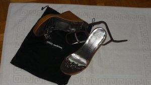 Dolce und Gabbana Riemchen Pumps mit Keilabsatz