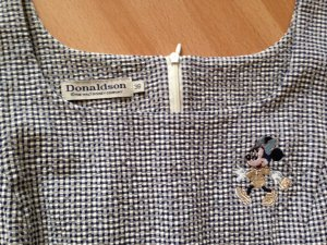 Donaldson Kleid mit Minnie Maus-Stickerei