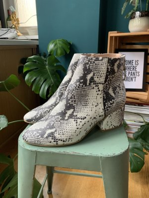 Dorothy Perkins Snake Boots