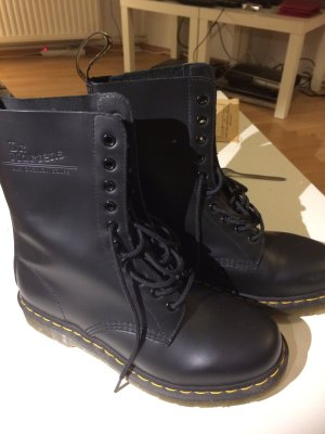 Dr. Martens 10-Loch-Stiefel 1490 Black Smooth
