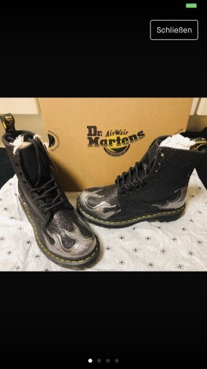 Dr. Martens 1490 Pascal Flame