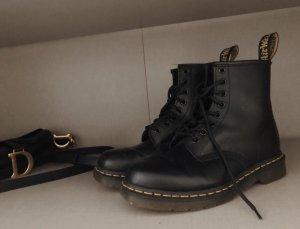 Dr. Martens Snow Boots black