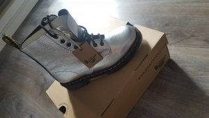 Dr. Martens in Silber
