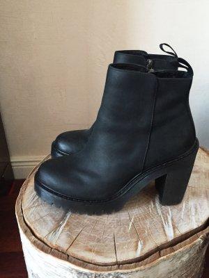 Dr. Martens Magdalena Boots, überall ausverkauft (Neupreis 169€)