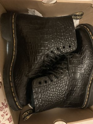 Dr Martens Pascal Croc 8 eye boot