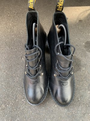 Dr. Martens Lace-up Booties black