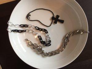drei Halsketten in schwarz und Silber