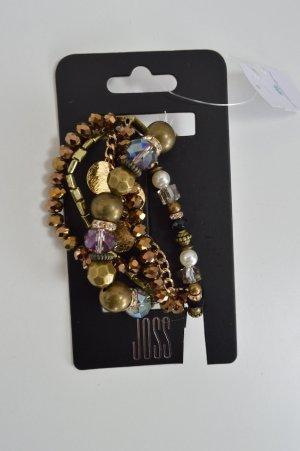 Drei verschiedene Armbänder in braun und gold