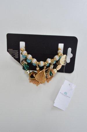 Drei verschiedene Armbänder in türkis und gold