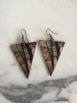 Dreieckige Ohrringe mit Waldmotiv