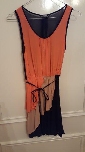 dreifabiges schönes Kleid