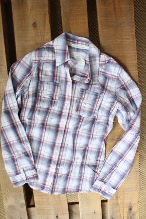 Dreifarbig karrierte Bluse mit Knopfleiste