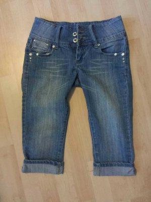 Dreiviertl Jeans figurbetont