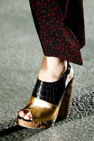 Dries Van Noten Clogs / Peep toe sling back pumps in Gold/Kroko/Python (Gr. 36)