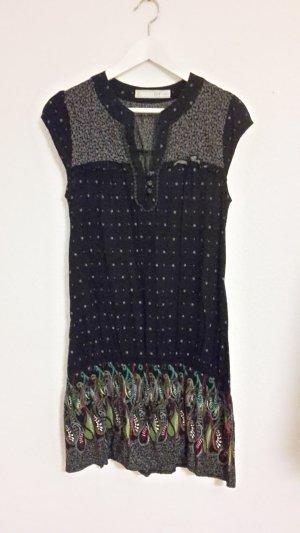 Dubkelblaues Kleid mit Muster