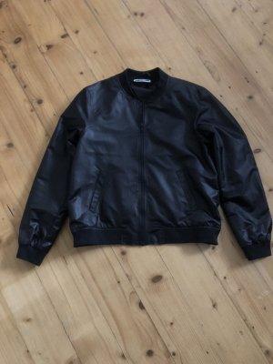 Dünne schwarze glänzende Bomberjacke von Noisy May Gr. L