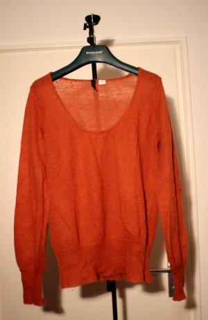 dünner orangener Pullover