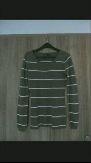 dünner Pullover für den Frühling