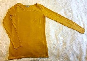 Dünner, senfgelber Pullover