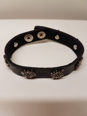 dünnes Armband mit Druckknöpfe