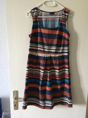 Dünnes knielanges Kleid von Body Flirt