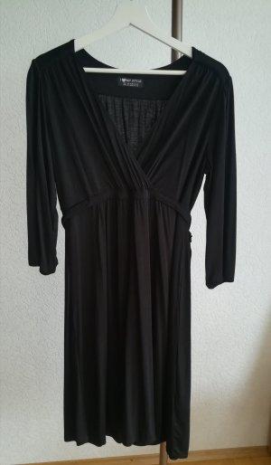 Dünnes, tailliertes Kleid