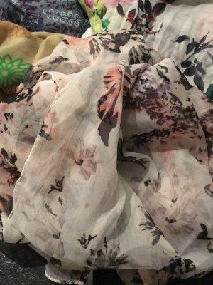 Dünnes Tuch mit Blumenmuster