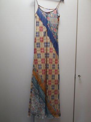 Duftiges, luftiges langes Sommerkleid in wunderschönen Farben