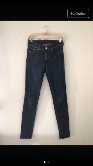 Dunkeblaue Jeans
