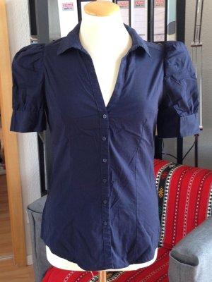 Dunkel blaue Bluse. Macht eine super figur'