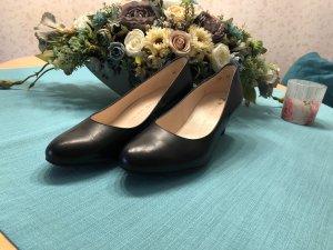 Dunkel blaue elegante Schuhe