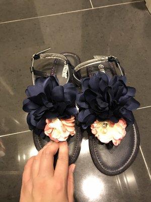 Dunkel Blaue Sandalen mit Blumen