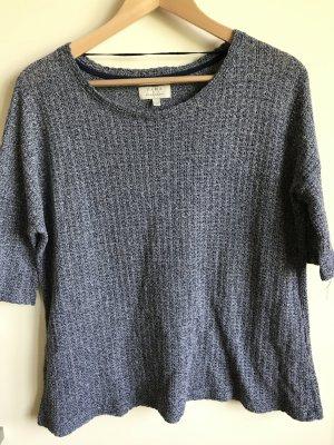 dunkel-blaues T-shirt