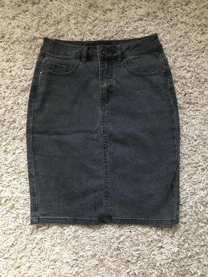 Dunkel grauer Jeansrock, enganliegend