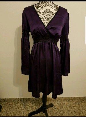 Dunkel lilanes Kleid