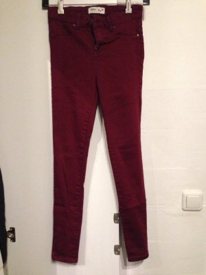 Dunkel rote Jeggings