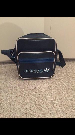 dunkelblaue Adidas-Tasche