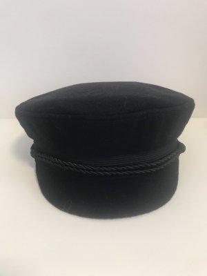 Gorra de plato azul oscuro