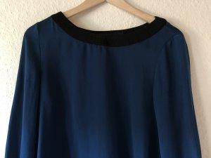 Dunkelblaue Bluse mit schwarzen Details