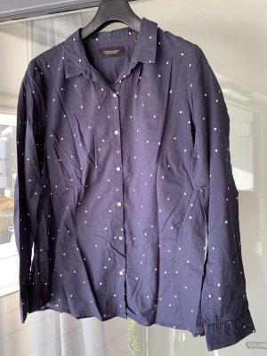 Dunkelblaue Bluse mit weißen Punkten
