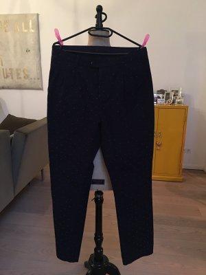 Dunkelblaue Bundfaltenhose im Boyfriend Style mit pinken Tupfen