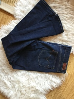 Dunkelblaue, gerade Jeans