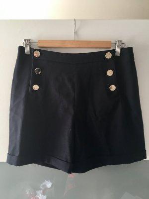 Dunkelblaue high-wait Shorts mit goldenen Knöpfel